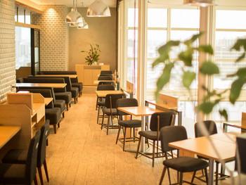 北千住駅前のマルイ9Fにある「グリーン グリル 北千住マルイ店」は、お野菜を中心にしたメニューが人気のお店。窓際のテーブル席で外の景色を眺めながら、ゆっくりひとりランチを楽しみませんか?