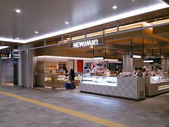 新宿駅直結のNEWoManにあるテイクアウト専門の和サンドショップがこちらの「ワズ サンドイッチ」です。