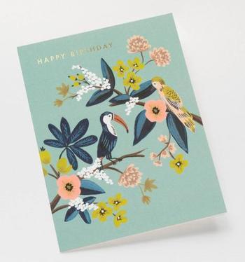 ニュアンスのある色使いで、小鳥とお花が描かれています。きらりとしたメッセージが豪華に見えるカードです。
