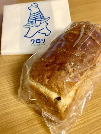 『レーズンブレッド』。 このほか、『カレーパン』をはじめとした惣菜系、ミニサイズの子ども用パンもあります。