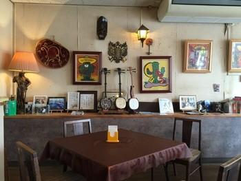 タコライスのベースになったタコスも根強い人気。沖縄にはタコス専門店が多数存在しています。 沖縄でタコスといえば外せないほど人気のお店「メキシコ」。店内にはメキシコの雑貨や三味線などが飾られており賑やかな雰囲気。