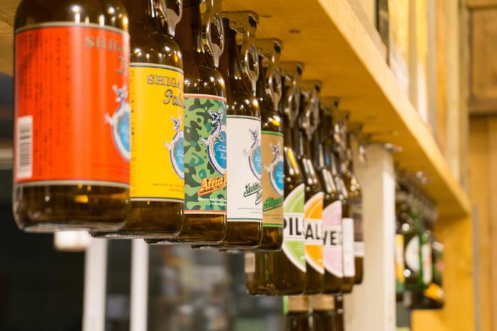 明治に建てられた古民家を改装した和モダンなビアレストラン「HAKKO(ハッコー)」は、発酵食品と信州の食材で作るおつまみが絶品のお店です。美味しいおつまみと一緒に、20種類以上のクラフトビールも楽しめます。