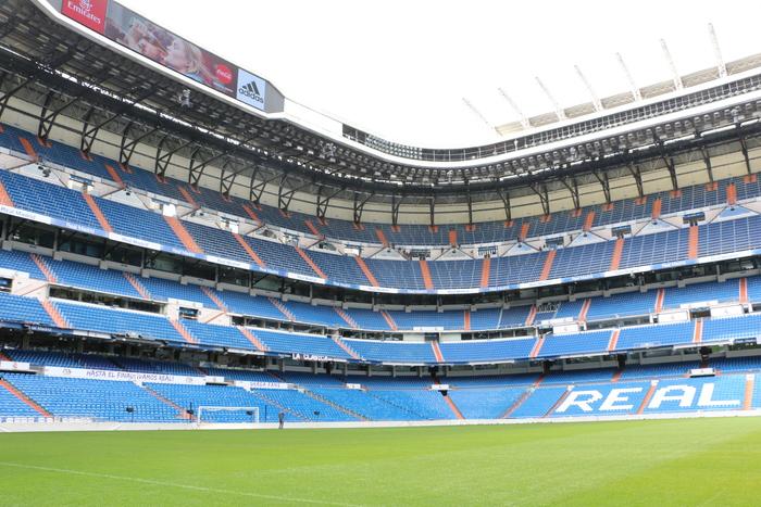 FCバルセロナのホームスタジアム「カンプ・ノウ」や、レアル・マドリードの本拠地「サンティアゴ・ベルナベウ」など。たとえ試合を見ることができないとしても、サッカーファンにはたまらないのがスタジアムの見学ツアーです。 ちなみに、スペイン中の博物館・美術館でもっとも来場者が多いのが、レアル・マドリードのスタジオミュージアムです。