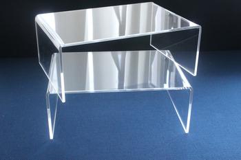 こちらのアクリル仕切棚も【無印】の物。置くだけで棚の空間を上下に分けられる優秀アイテムです。