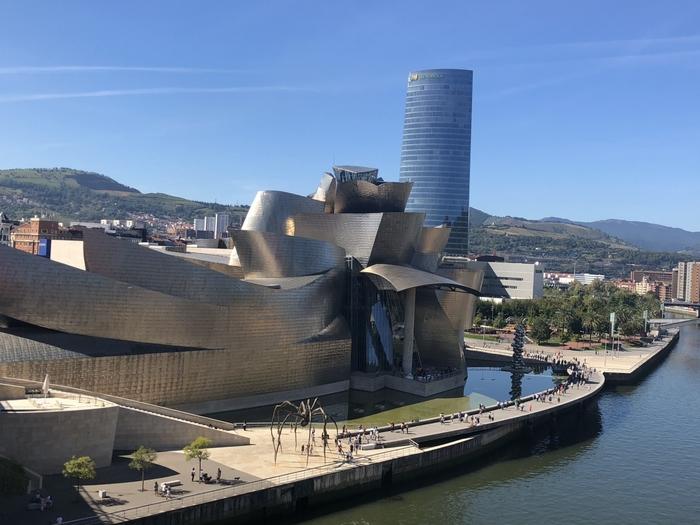ここ数年、フランスとの国境沿いにあるバスク地方の人気が高まってきています。芸術性にあふれるビルバオ、そして伝統と最先端のグルメが楽しめるサン・セバスチャン(バスク語ではドノスティア)は、特に日本人たちを魅了している都市です。