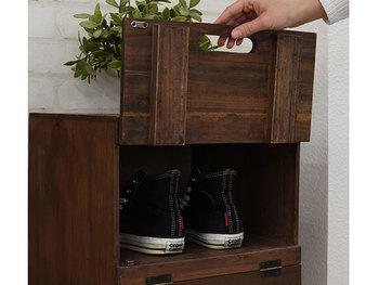 ハイカットスニーカーを収納する場合は、靴箱を選ぶ際に高さにも注意しましょう。上部に少し余裕がある方が取り出しやすくなりますよ。