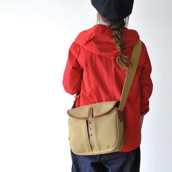 Bradyのブランドを代表するモデルSTOUR。フィッシング用バッグとして開発され、使い勝手は抜群です。収納力もたっぷりとあり、男女を問わず使っていただけるデザイン◎。