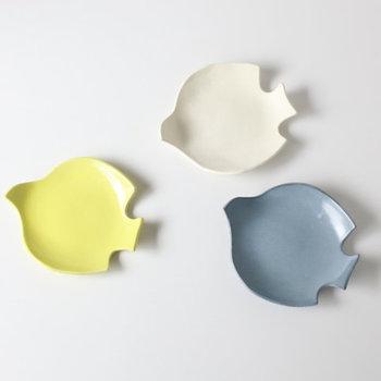ぷっくりとまあるいフォルムが可愛らしい長浜由起子さんのとりのお皿。菜の花のような黄色、少し大人なくすんだ水色、使いやすい基本の白。と、料理に合わせて選びたくなる素敵なお皿です。