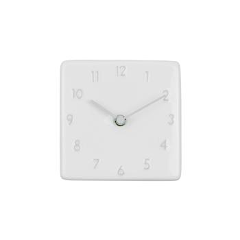 美濃焼で作られた陶器の時計。ぷっくり浮き出た文字盤が、味があり素敵です。グレー×ホワイトの色が、時計を見るたびに優しい気持ちにさせてくれます。