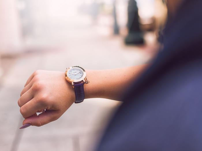 朝の身支度の時、外出から戻った時、無意識にあちこちに置いている…。そんな人も多いのではないでしょうか。毎日身に着けるお気に入りの腕時計。皆さんも、自分スタイルで、上手に収納を楽しんでみませんか!