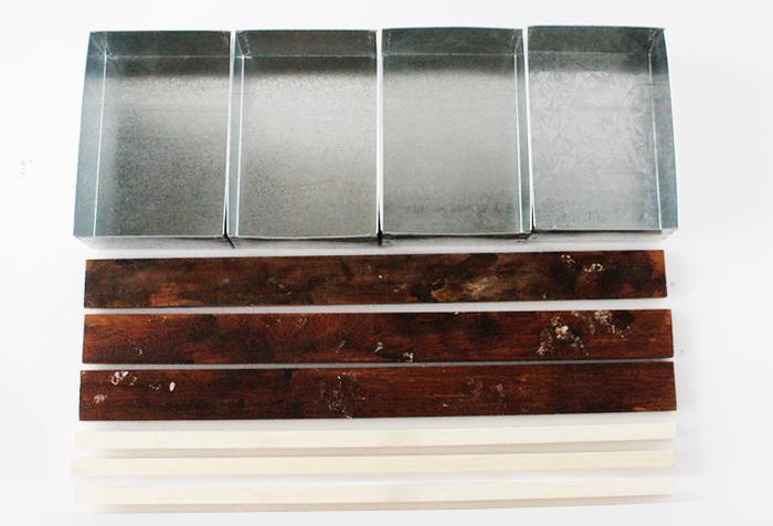 """用意する材料は、お馴染み、100均のセリアで購入出来る""""ブリキ レクタングルBOX""""4個、板材45×3.8cm ×3個、角材×3個、合板45㎝×30cm。あらかじめ、お好みの塗料やオイルなどで着色してから使いましょう!"""