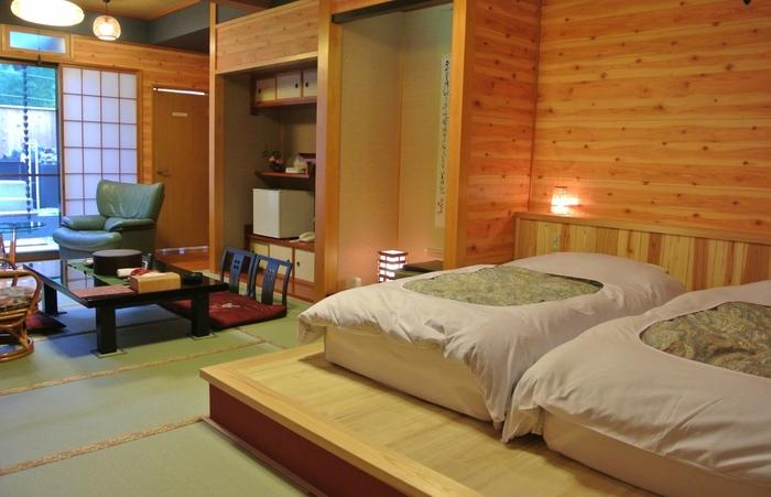 こちらは和洋室タイプ。モダンながらも木の温もりを感じさせるお部屋。広さもたっぷり、ゆとりがあるので、とても開放的に過ごせます。
