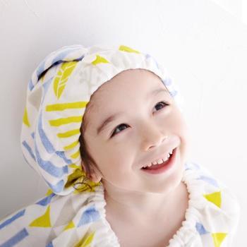 お風呂上がりのタオルキャップも、こんな春らしい淡色で選んでみてはいかが?幾何学模様が可愛らしく、子供も自分から進んで付けてくれそうです。