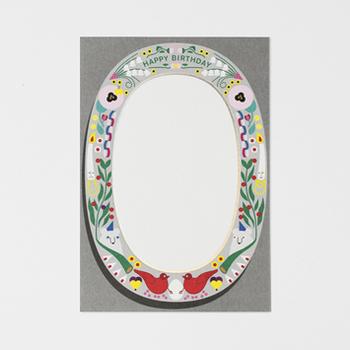 個性的なイラストで縁取られたグリーティングカードは、中央にはハッピーバースデーの文字があります。ホログラムも使われていて、華やかなカードです。