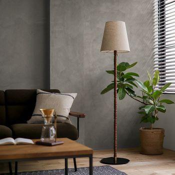 プラスライト:60W ソファの横などにフロアランプを置きましょう。メインライトから離れた場所も明るくすることができます。