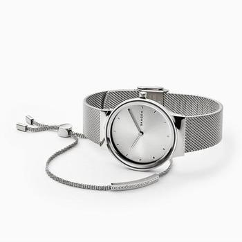 『SKAGEN(スカーゲン)』は北欧デンマークの海辺の町「Skagen」からデザインの着想を得た、モダンライフスタイルブランド。機能的で上質な腕時計やジュエリーを展開しています。居心地の良い時間や空間を意味する「ヒュッゲ」の精神を体現したアイテムは、どれも使いやすく、ミニマルなデザインで、着用シーンを選びません。