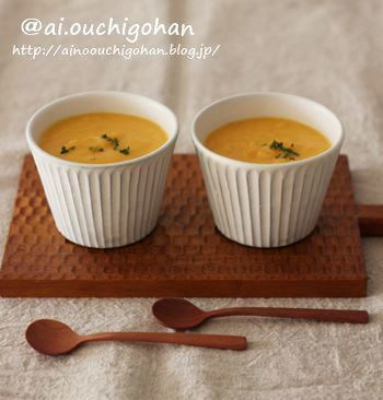 「じゃがいも・人参・玉ねぎ」を、ポタージュスープに使ってみましょう。  メインとなるにんじんの、甘みと香りを楽しめる一品です。じゃがいもはスープにとろみをプラス。玉ねぎは甘さを感じられますよ。