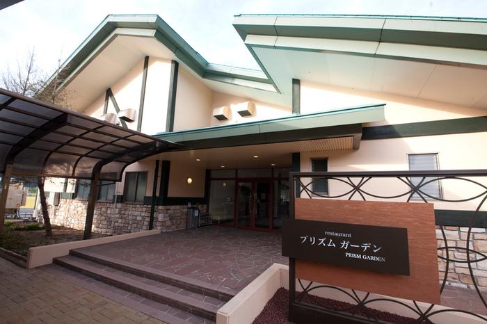 湯布院ICから車で約10分。緑広がる「湯布院ガーデンホテル」は、ワンちゃんも一緒に泊まれるホテル。