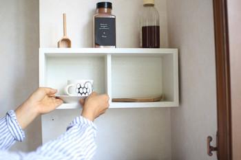 箱型の壁に付けられる家具は、ホールド力も抜群。割れやすいものも安心してしまっておくことができます。