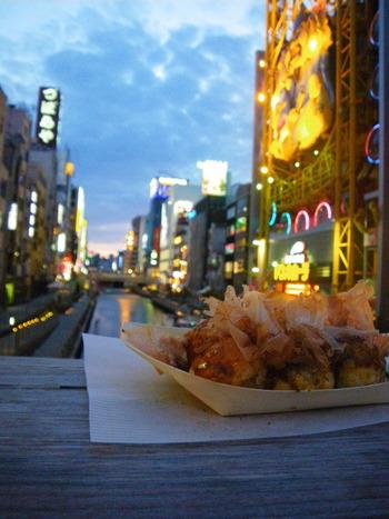 もっといろいろなたこ焼きが食べたい!という方は、ふらりと大阪へ出かけてみては…?大阪のたこ焼き屋さんで、口コミでランキング上位の人気店をご紹介します。
