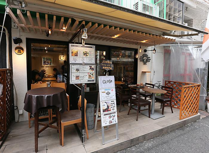 明治神宮前駅から歩いて2~3分、表参道駅からも5分ほどのところにある「MUSHROOM TOKYO(マッシュルームトーキョー)」は、マッシュルーム専門商社が立ち上げた日本初のマッシュルーム料理専門店です。