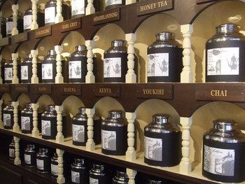 観光地巡りやショッピングも素敵ですが、たまにはお茶でも飲みながら、ゆっくり過ごすのもいいですよね。今回紹介するのは、神戸三宮周辺の、アフタヌーンティーにぴったりな本格紅茶専門店。本物の紅茶を味わいながら、ほっとひと息ついてみませんか?