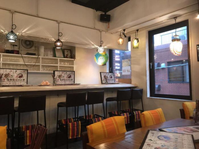 JR新橋駅の烏森口から徒歩2~3分のビルにある「パクチーファン 新橋」は、パクチー好きにはたまらないと評判のお店。ディナータイムからの営業なので、お仕事帰りに立ち寄ってみませんか?