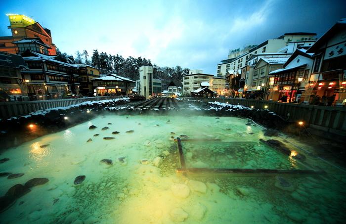 国内屈指の良質なお湯が楽しめる草津温泉。入浴だけでなく、湯畑や西の河原、湯もみショーなど見て楽しめるスポットもあります。温泉街の情緒を感じながら、名湯を堪能してくださいね。