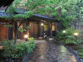 「季の庭」に隣接したお宿。大浴場と貸切露天風呂は共通ですが、客室に露天風呂が無い分、季の庭よりもリーズナブルに宿泊できます。