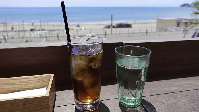 ソフトドリンクやサワー、ワインなどの飲み放題プランもありますよ。海を眺めながら、焼きたてのお肉とおいしいお酒で贅沢な時間を過ごしましょう。