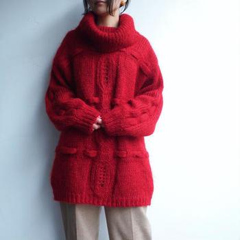 トレンド感のあるビッグシルエットのニットですが、もちろん、こちらもヴィンテージです。  よく見ると、めずらしいデザインの模様編みですね。なんだか今っぽく感じられるのが不思議な一着。