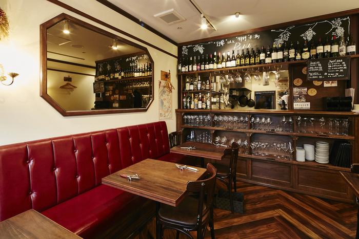 まるでパリのビストロのような雰囲気の店内。カジュアルな気分で食事を楽しめそうですね。