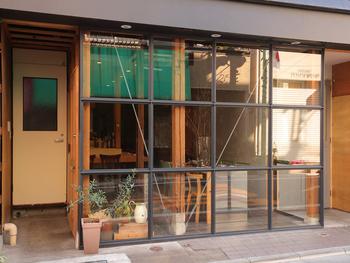 お店の外観からオシャレな「チクロ」。こちらのお店は、自然派ワインと、厳選した素材を使って作るイタリア料理が人気のお店です。