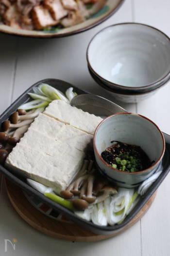 高たんぱく・低カロリー食材の代表格、豆腐。ボリュームもあるので、夜食にはぴったりですね。こちらは、レンジでたった5分でできる湯豆腐。うまみたっぷりの塩昆布だれをつければ、あっさりとした豆腐も味わい深く。ダイエット中の方にもおすすめ。