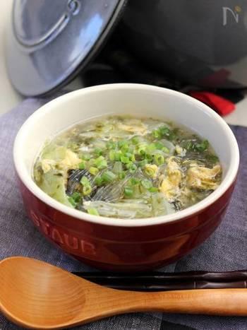 キャベツを主体にした、胃に優しいヘルシースープ。海苔の風味や、春雨のつるりとした食感もいいアクセントになります。包丁も使いません。