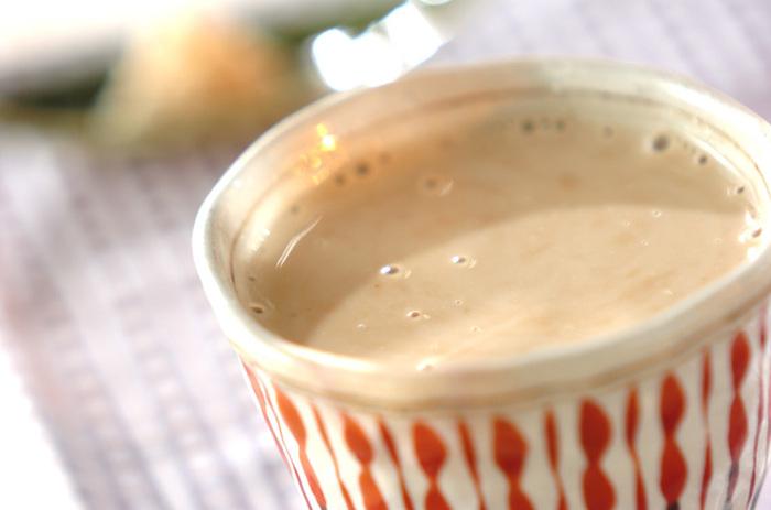 しょうがと豆乳、そして甘酒、インスタントコーヒーを加えて作る、身体がポカポカになるフレーバーコーヒー。お好みですりおろしたしょうがを添えれば、さらに温かに♪