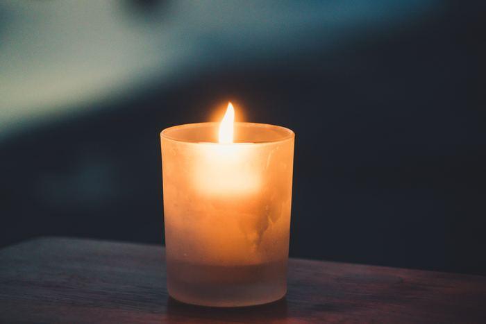 バスタイムの楽しみ方は、人それぞれ。浴室の電気を消して、アロマキャンドルの灯りとほのかな香りを楽しんだり…。