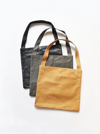 大阪生まれのレザーブランド「Teha'amana(テハマナ)」のORAPA shoulderは、シボ入りの柔らかいなめし革を使用したおしゃれなショルダーバッグです。天然植物から抽出したタンニン剤で革をなめし、一点一点手作業で丁寧に作られています。