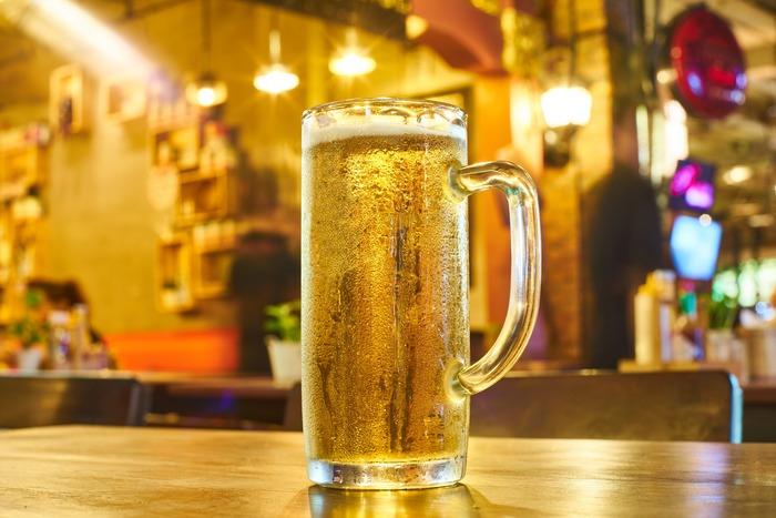 最近はクラフトビールも人気です。ビールと合わせるなら辛い味のものや油っこいもの、塩気がきいた味のものがおすすめ!みんなでわいわい食べられて、ビールのスッキリとした喉ごしにの合うお鍋を囲みたいですね。