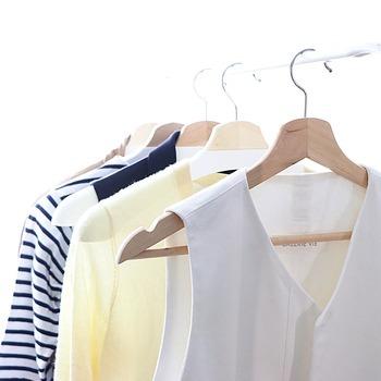 ハンガーと洋服の関係は、思った以上に密接です。今までハンガーをあまり気にしていなかった方も、この機会にぜひ見直してみてはいかがでしょうか。
