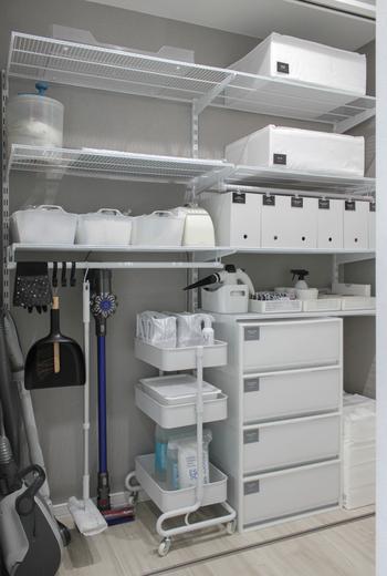 キャスター付きで好きな場所に移動できるバスケットトローリーは、お掃除グッズの収納にもおすすめです。ぜひリビングの一角に、機能的でおしゃれなお掃除コーナーを作ってみませんか?