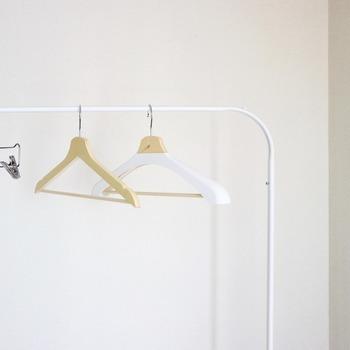 ハンガーを、クリーニングや購入時に付属しているもので間に合わせている方は多いと思います。ですがハンガーは、大切な衣類を守るためにとても重要なアイテム。普段あまり気にしていないハンガーについて、きちんと知ってみませんか。