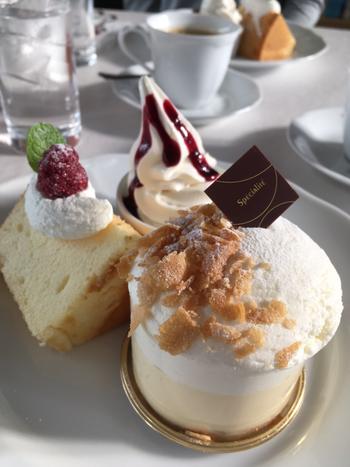 北海道の名だたるスイーツ店が営むカフェ。もちろんおいしいケーキは欠かせません!おすすめはなんといってもケーキセット。選べるお好みのケーキと、シフォンケーキ、ソフトクリームの3種のスイーツの盛り合わせに、ドリンクがセット。ぜひ時間をとってゆっくり訪れてくださいね。