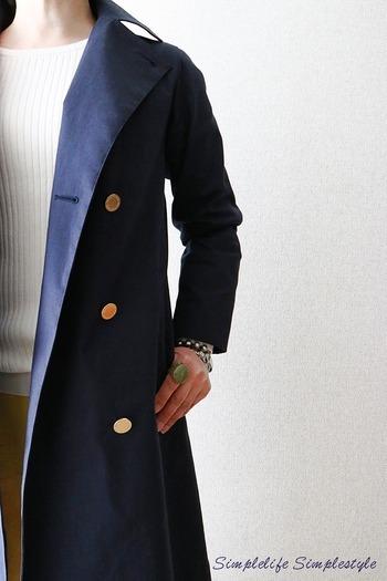 洋服は基本的に、人の体型に合わせて立体的に作られています。ですので収納する時にその形を保つことが、洋服を長持ちさせるポイントになります。