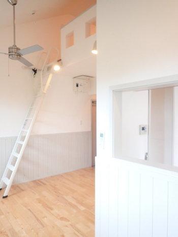 お部屋の雰囲気ではありませんが、「間取り以上の広さがほしい」「プライベートと日常の空間を分けたい」という方も多いですよね。そんな人におすすめしたいのが、ロフトつきのお部屋です。