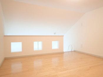 収納やベッドルームはロフトにまとめて、下のお部屋はスッキリ。住み分けをすることでライフスタイルにもメリハリが生まれそう。