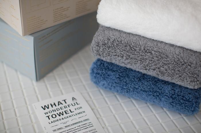 よくボディタオルに使われているナイロンは、落とす必要のない角質まで落としてしまうことがあると言われています。お肌が弱かったり、トラブルのある人は、手ぬぐいや手洗いの優しい洗い方で十分です。
