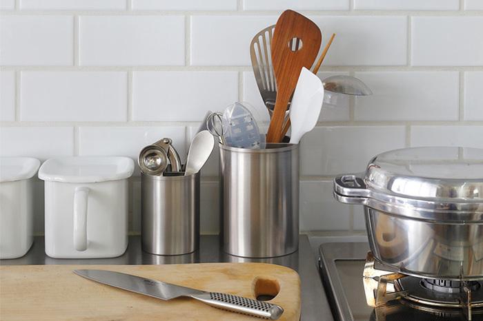 毎日必ず使う『台所用品』。ちゃちゃっと簡単洗いで済ませてしまっていませんか? きちんと汚れが落とし切れていないと、変色や傷みの原因になってしまうことも。そんな台所用品をそれぞれのアイテムに合わせた、正しいお手入れ方法をご紹介していただきます。