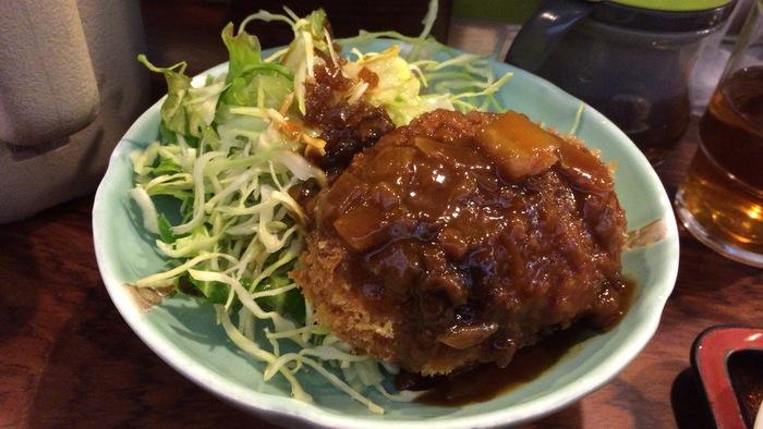 こちらのもうひとつの名物が「コロッケ」。定食もありますが単品でも注文することができ、味も肉じゃが・ポパイ・豆腐の3種類から選ぶことができます。