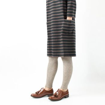 コットンに高級繊維であるヤクウールをブレンドしたリブレギンスは、程良い厚みと柔らかな風合いが特徴。締め付け感はゼロなので、お部屋着としても最適です。 天然の淡いグレーなので、ワンピースやスカートから見せてもおしゃれに決まります。